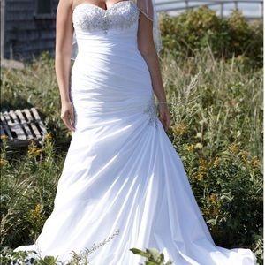 Ivory Trumpet Wedding Gown